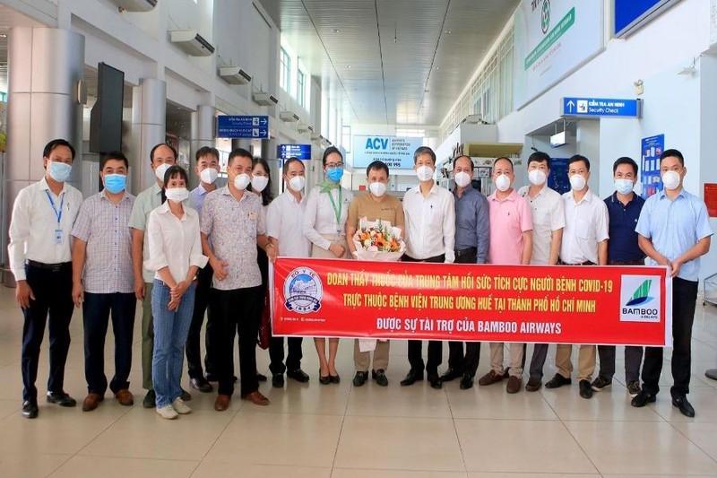 Bamboo Airways đưa y bác sĩ từ Huế vào miền Nam chống dịch - ảnh 1