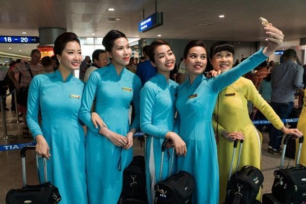 Tranh cãi kịch liệt quanh bộ đồng phục của Vietnam Airlines - ảnh 3