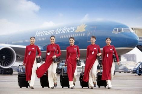 Tranh cãi kịch liệt quanh bộ đồng phục của Vietnam Airlines - ảnh 2