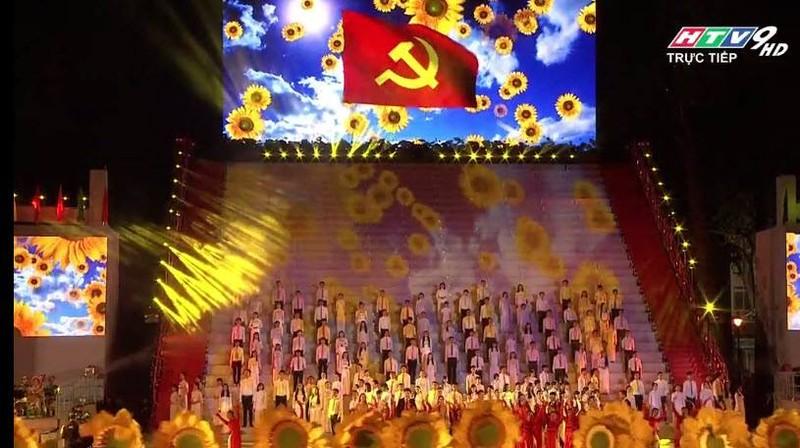 Hoành tráng chương trình nghệ thuật đặc biệt Đất nước trọn niềm vui  - ảnh 1