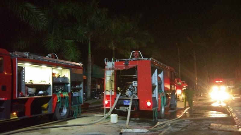 Chùm ảnh: Trắng đêm dập lửa tại khu công nghiệp ở Hải Phòng - ảnh 7