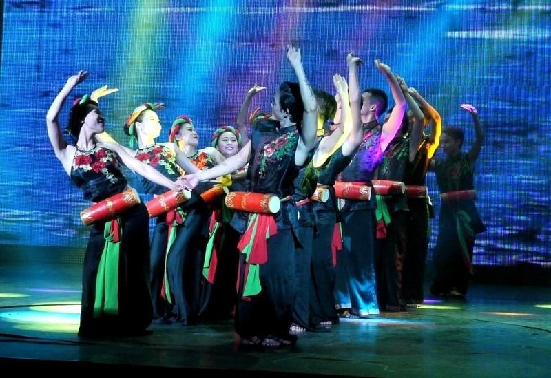 Bất ngờ với nhà hát dân gian của một Việt kiều - ảnh 9