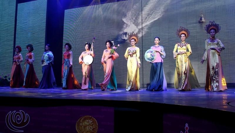 Bất ngờ với nhà hát dân gian của một Việt kiều - ảnh 8