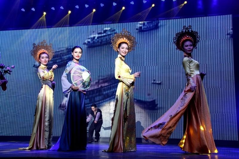 Bất ngờ với nhà hát dân gian của một Việt kiều - ảnh 7