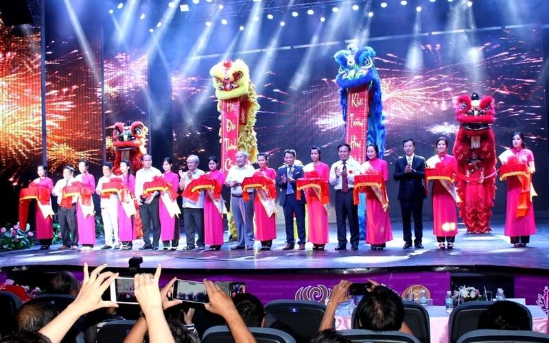 Bất ngờ với nhà hát dân gian của một Việt kiều - ảnh 1