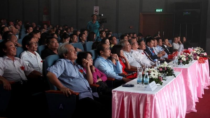 Bất ngờ với nhà hát dân gian của một Việt kiều - ảnh 2