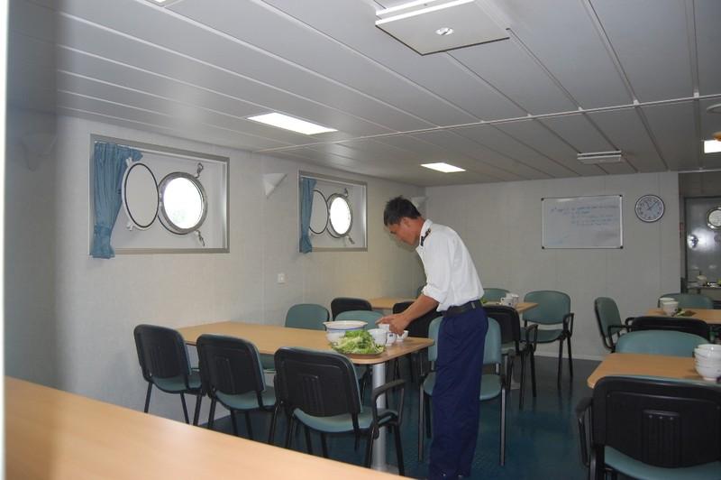 Háo hức khám phá tàu Cảnh sát biển 'khủng' 8002 - ảnh 8