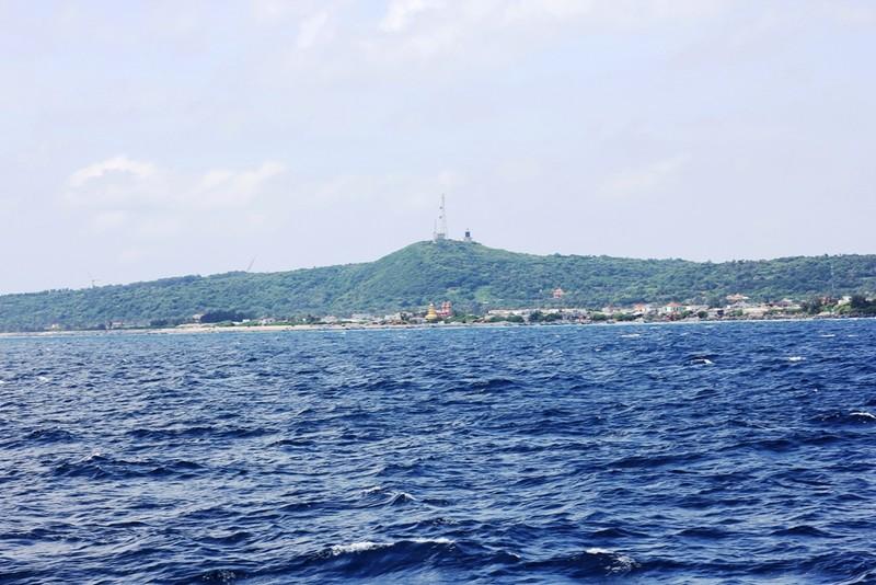 Ngắm bộ xương cá voi khủng trên đảo Phú Quý - ảnh 1
