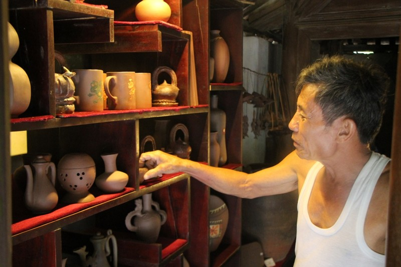 Trước nhu cầu của thị trường, ông Diễn bắt đầu tạo ra nhiều sản phẩm dùng để trang trí để du khách có thể sử dụng làm quà tặng. Ảnh: NGUYỄN DO