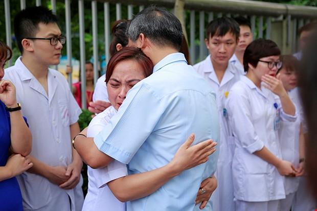 Vì sao bệnh nhân khóc khi chia tay BS Nguyễn Anh Trí? - ảnh 4