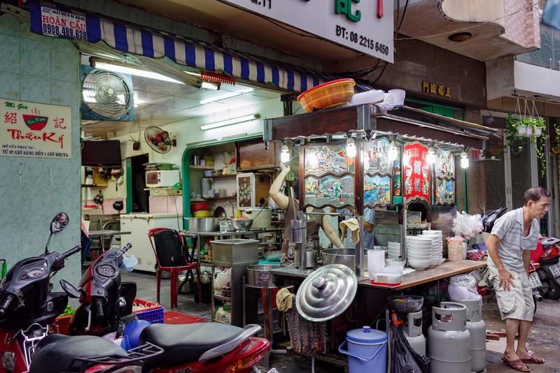 Tiệm mì 70 năm của người Hoa giữa lòng Sài Gòn - ảnh 1
