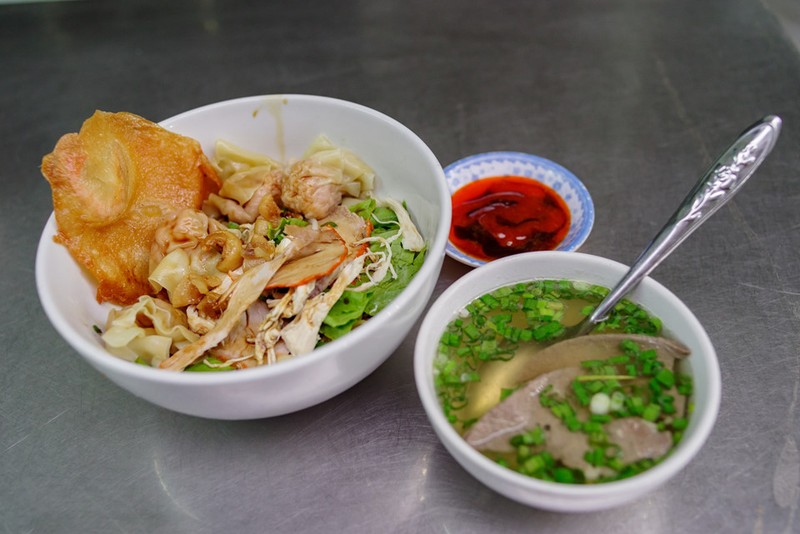 Tiệm mì 70 năm của người Hoa giữa lòng Sài Gòn - ảnh 6