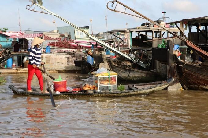 Chợ nổi Cái Răng qua ống kính du khách nước ngoài - ảnh 1