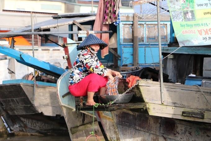 Chợ nổi Cái Răng qua ống kính du khách nước ngoài - ảnh 7