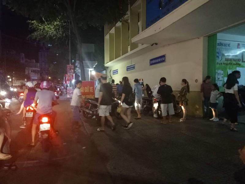 Hoảng hồn phí giữ xe máy 50.000 đồng/lượt tại khu Phố Tây  - ảnh 3