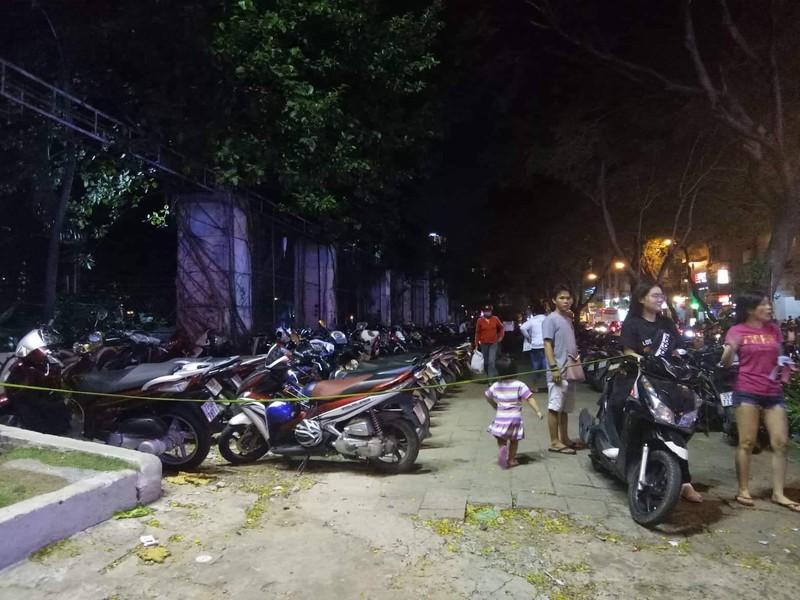 Hoảng hồn phí giữ xe máy 50.000 đồng/lượt tại khu Phố Tây  - ảnh 1