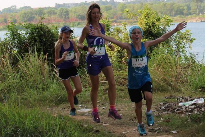 Hơn 900 vận động viên đa quốc gia chạy vì trẻ em - ảnh 5