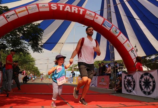 Hơn 900 vận động viên đa quốc gia chạy vì trẻ em - ảnh 6