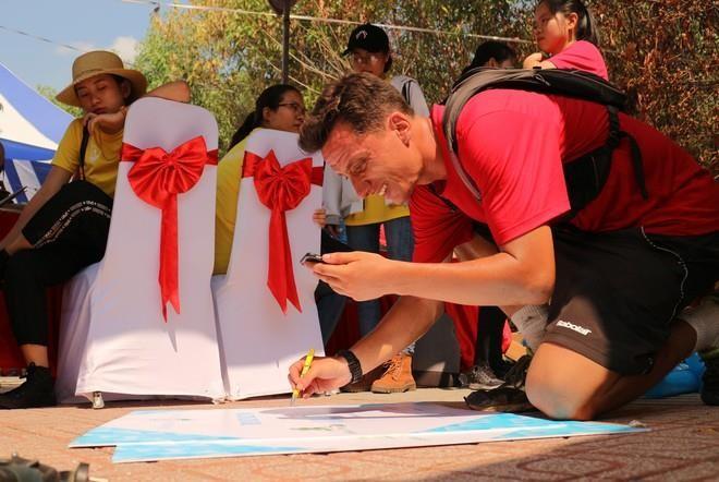 Hơn 900 vận động viên đa quốc gia chạy vì trẻ em - ảnh 3