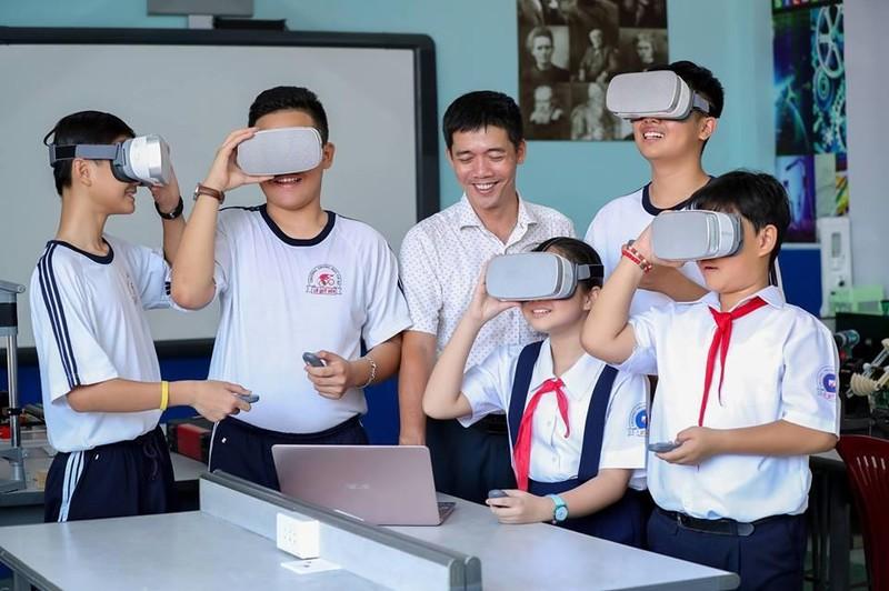 Phụ huynh ơi, hãy để thầy cô giáo là người thầy  - ảnh 2
