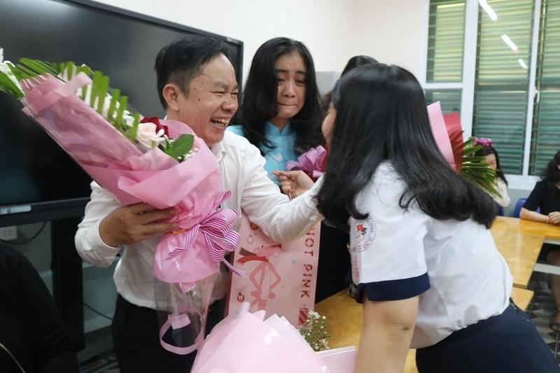Nữ sinh THPT Lê Quý Đôn rạng ngời trong lễ tri ân           - ảnh 15