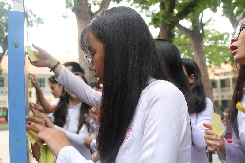 Nữ sinh THPT Lê Quý Đôn rạng ngời trong lễ tri ân           - ảnh 3