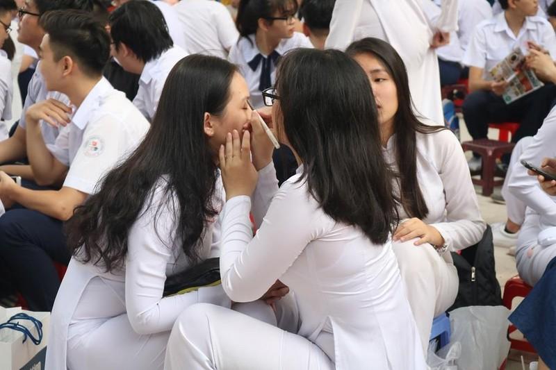 Nữ sinh THPT Lê Quý Đôn rạng ngời trong lễ tri ân           - ảnh 7