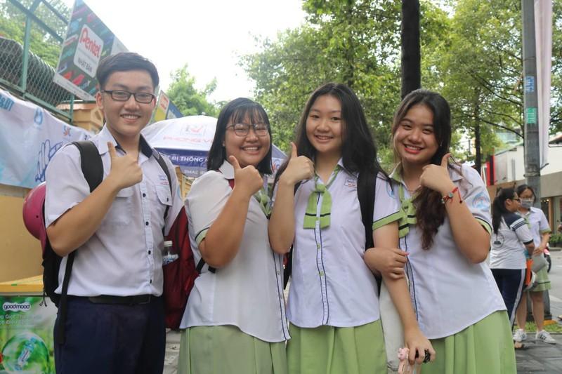 887.000 thí sinh hồi hộp làm thủ tục dự thi THPT quốc gia  - ảnh 5