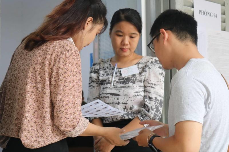 887.000 thí sinh hồi hộp làm thủ tục dự thi THPT quốc gia  - ảnh 6