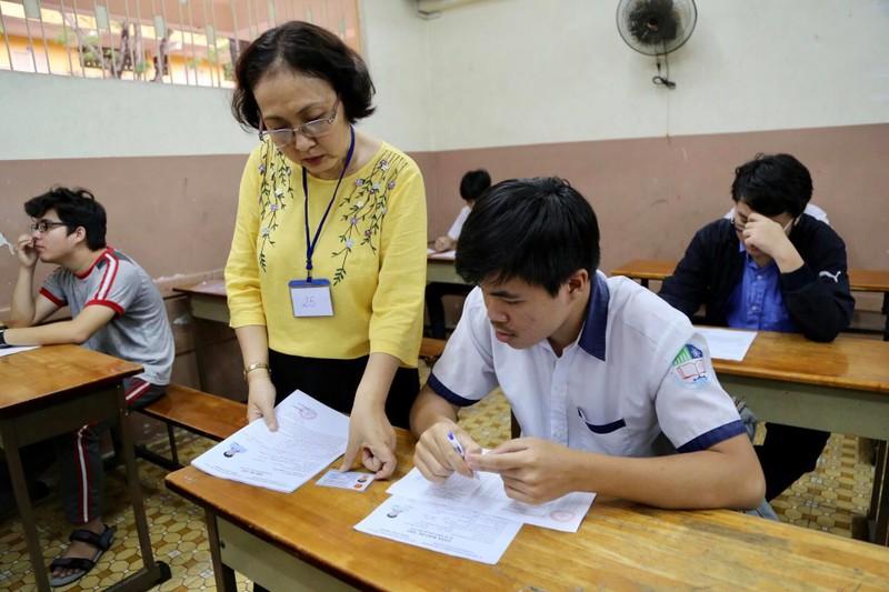 887.000 thí sinh hồi hộp làm thủ tục dự thi THPT quốc gia  - ảnh 14