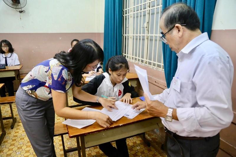 887.000 thí sinh hồi hộp làm thủ tục dự thi THPT quốc gia  - ảnh 15