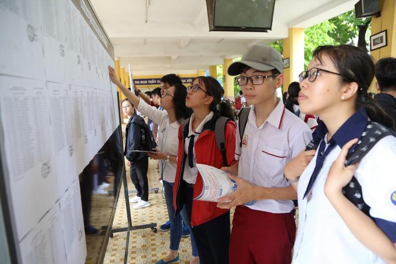 887.000 thí sinh hồi hộp làm thủ tục dự thi THPT quốc gia  - ảnh 4