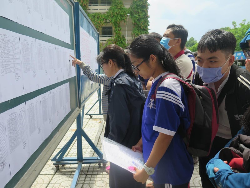 887.000 thí sinh hồi hộp làm thủ tục dự thi THPT quốc gia  - ảnh 1