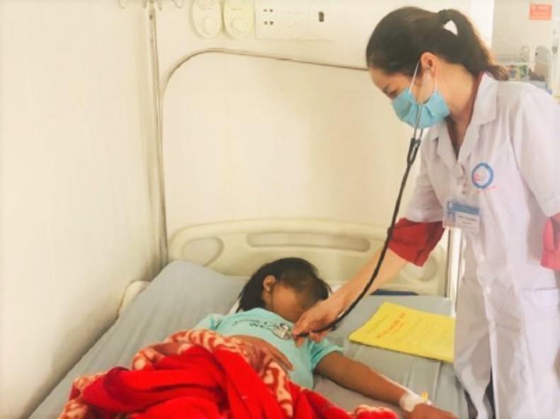 Hàng chục học sinh nhập viện nghi do ngộ độc thực phẩm - ảnh 1