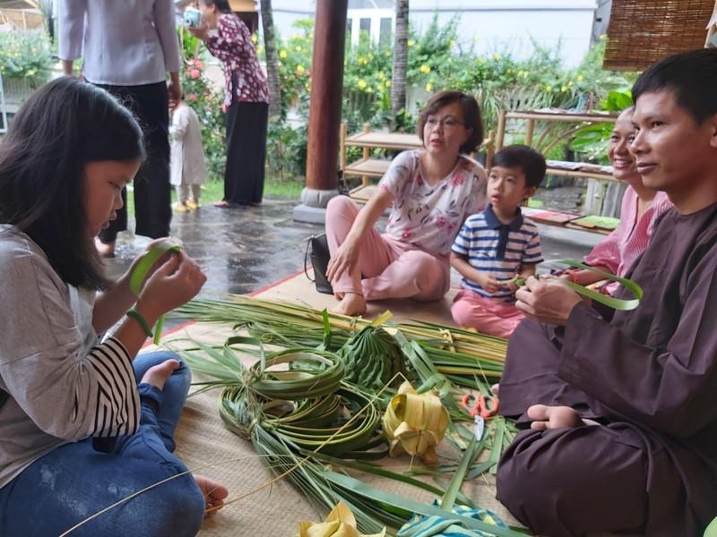 Rộn ràng 'hội làng' giữa phố Sài Gòn - ảnh 8