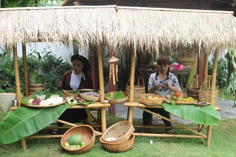 Rộn ràng 'hội làng' giữa phố Sài Gòn - ảnh 2