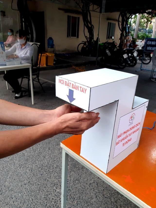 Máy sát khuẩn tự động 500.000 đồng của BV Khánh Hòa  - ảnh 1