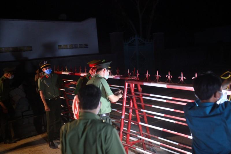 Gỡ bỏ 4 chốt kiểm soát, thôn Văn Lâm 3 chính thức hết cách ly - ảnh 1