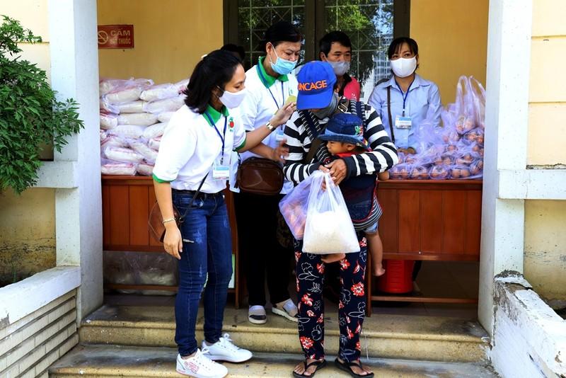 Hơn 8.000 suất gạo phát cho người khó khăn ở Khánh Hòa - ảnh 3