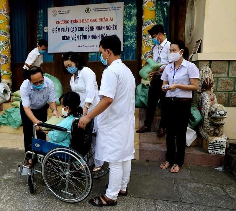 Hơn 8.000 suất gạo phát cho người khó khăn ở Khánh Hòa - ảnh 4