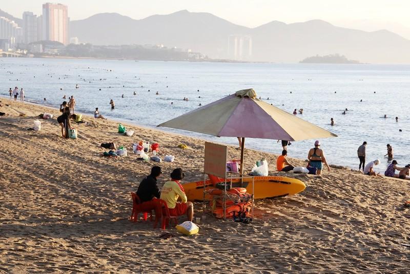 Biển Nha Trang bình yên ngày mở cửa lại - ảnh 5