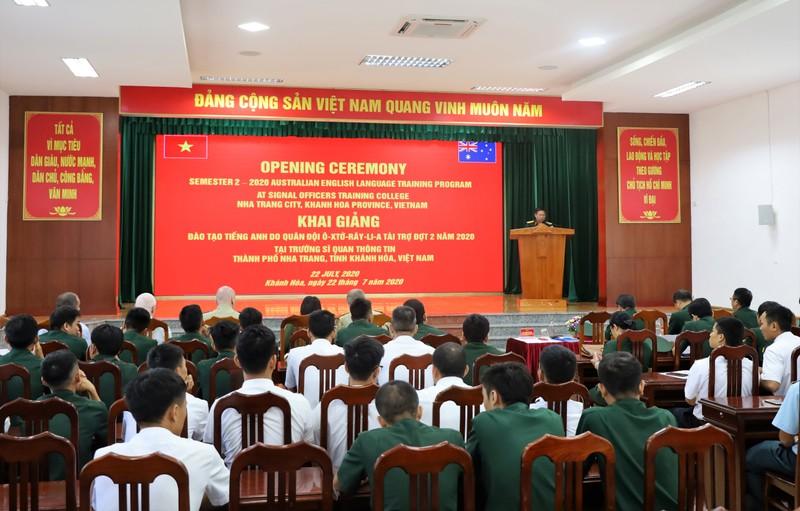 Úc tài trợ đào tạo tiếng Anh cho quân đội Việt Nam - ảnh 1