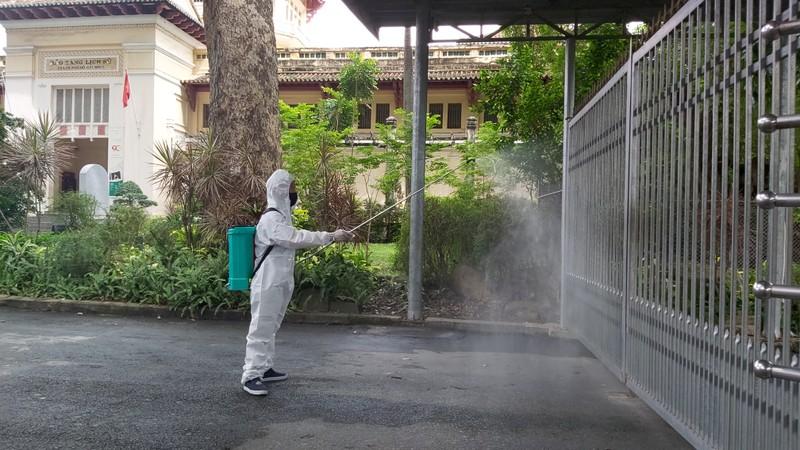 Thảo Cầm Viên được phun khử trùng, duy trì hoạt động  - ảnh 4