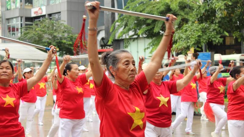 TP.HCM: Hơn 2.000 cụ già tham gia đồng diễn thể dục dưỡng sinh - ảnh 3