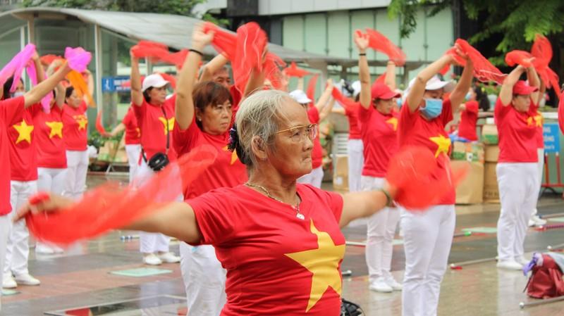 TP.HCM: Hơn 2.000 cụ già tham gia đồng diễn thể dục dưỡng sinh - ảnh 4