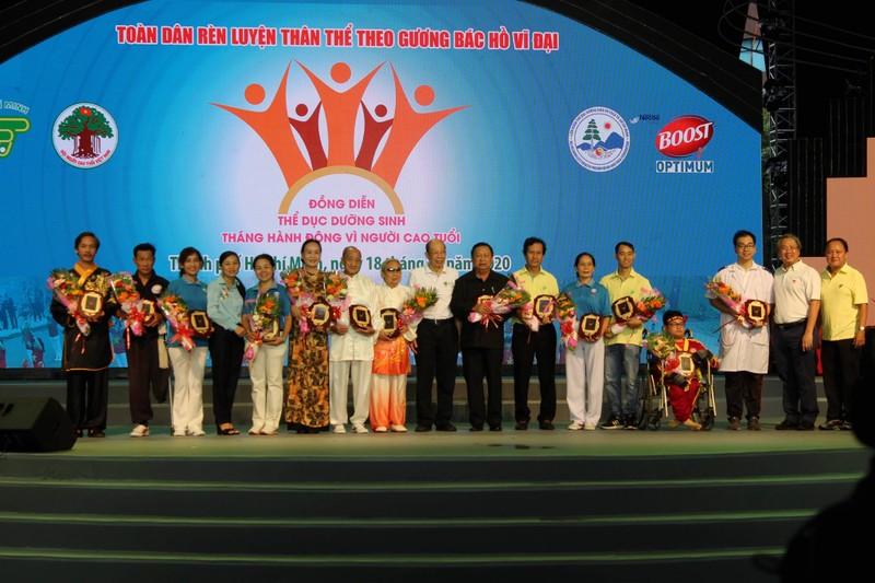 TP.HCM: Hơn 2.000 cụ già tham gia đồng diễn thể dục dưỡng sinh - ảnh 1