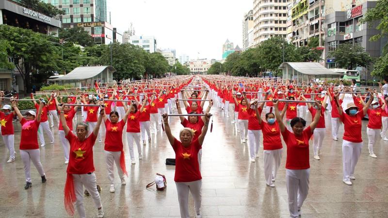 TP.HCM: Hơn 2.000 cụ già tham gia đồng diễn thể dục dưỡng sinh - ảnh 2