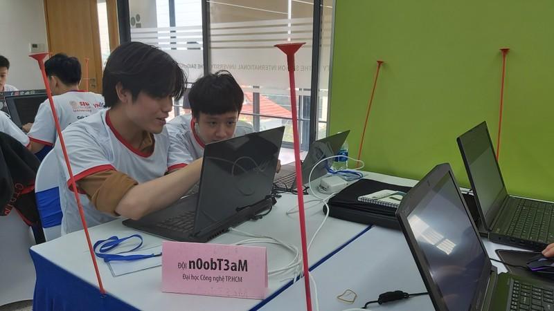 Sinh viên 'ngồi thiền' 8 tiếng thi An toàn thông tin  - ảnh 2