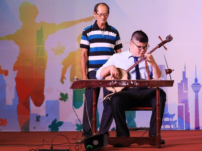 Xúc động xem người khuyết tật Khánh Hòa múa hát - ảnh 3