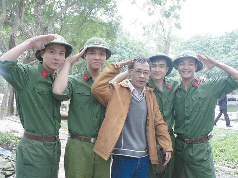Tác giả 'Chiếc lá đầu tiên' - nhà thơ Hoàng Nhuận Cầm qua đời  - ảnh 2
